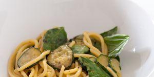 La recette facile des pâtes aux courgettes et au parmesan