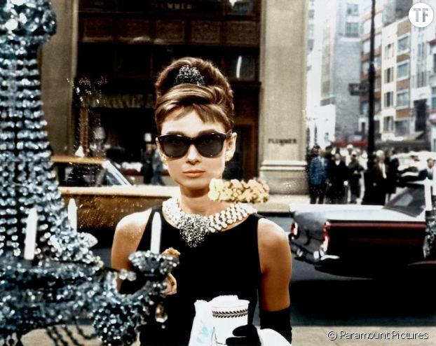 Audrey Hepburn dans Diamnts sur canapé