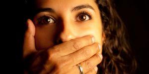 Expulsée de son logement après avoir crié sous les coups de son conjoint