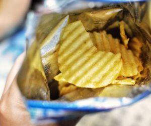 Pourquoi les Anglais jettent leurs emballages de chips dans les boîtes aux lettres ?