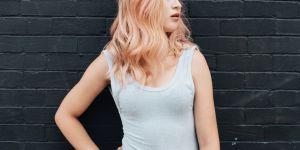 """""""Pushback"""" : la nouvelle pose tendance qui cartonne sur Instagram"""