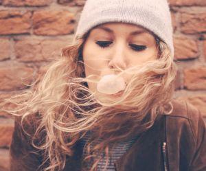 Nos cheveux tombent-ils vraiment plus en hiver ?
