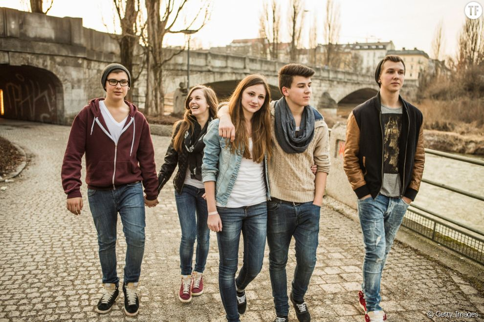 Des adolescents en couple