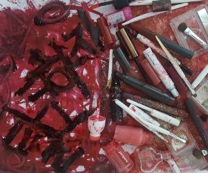 Les Coréennes détruisent leurs cosmétiques pour dénoncer les diktats