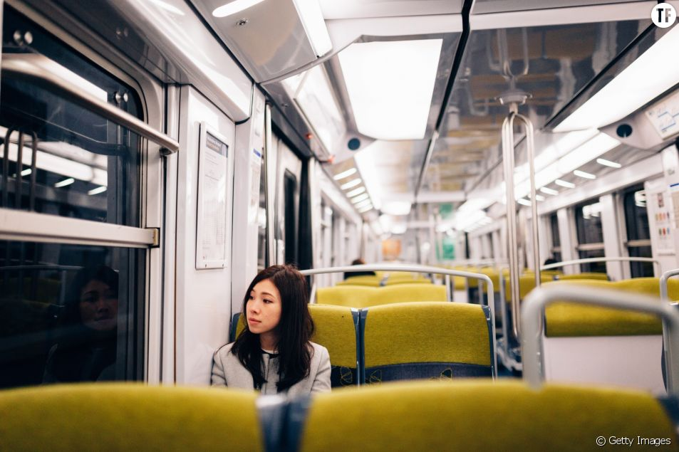 Femme dans le RER