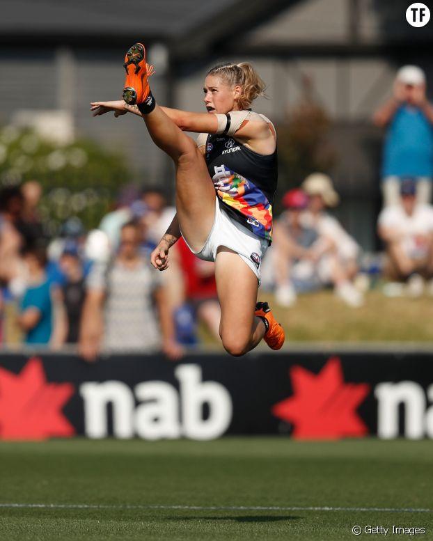 La joueuse de football australien Tayla Harris en plein match