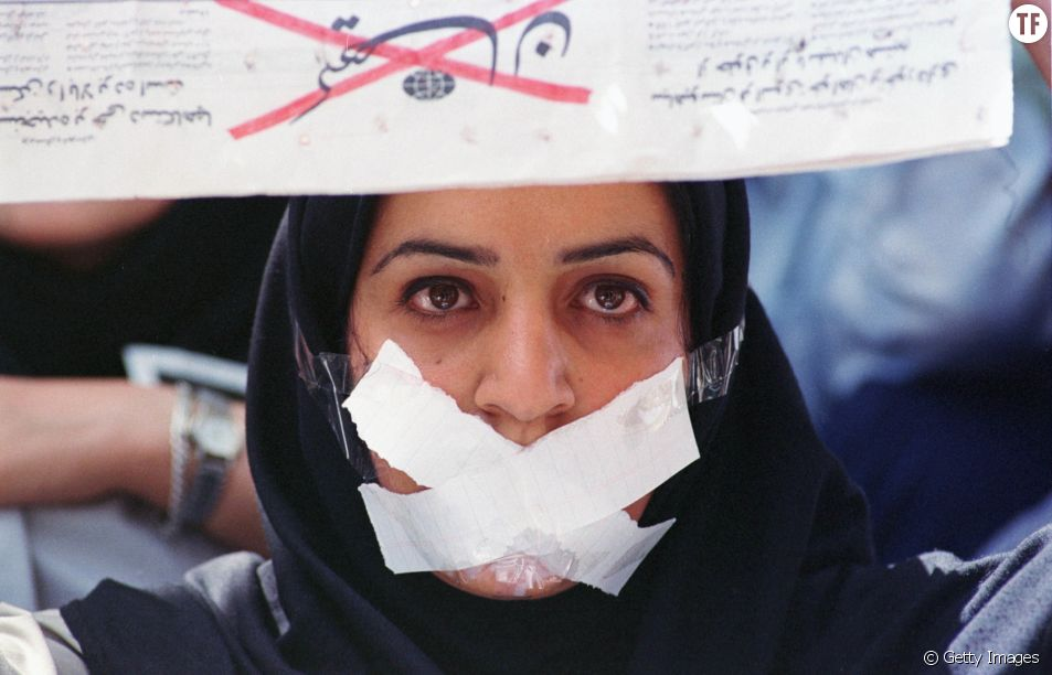 Une manifestante à Teheran.