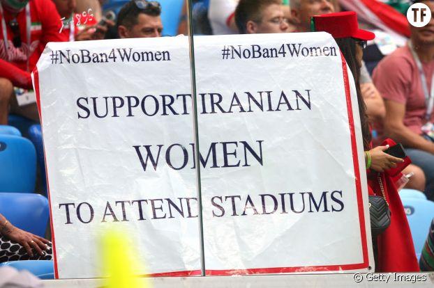 En Iran, les femmes s'indignent contre la répression de leurs libertés.