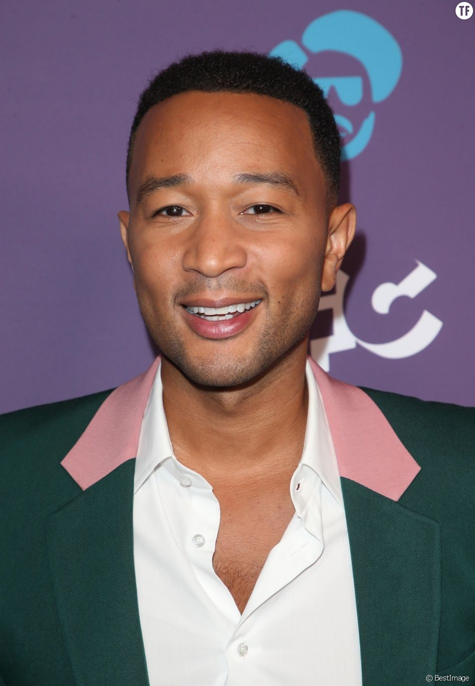 Le chanteur John Legend revisite un hit à l'ère #MeToo.