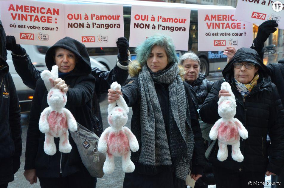 Pour la Saint-Valentin, des militants des associations PETA et One Voice se sont tenus devant l'une des boutiques de la marque American Vintage