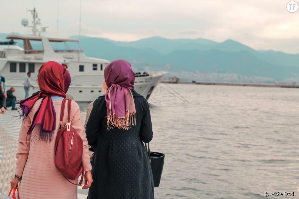 """""""Il portait un mini-short"""" : quand les femmes turques se moquent des clichés sexistes"""
