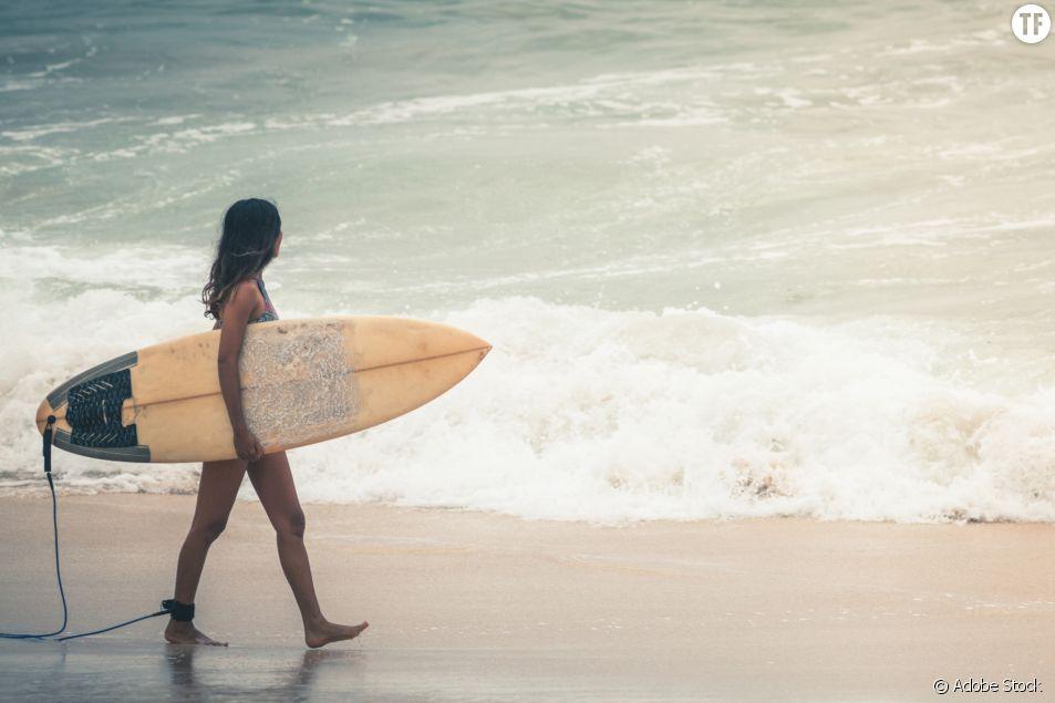 Le surf laisse-t-il assez de place aux femmes ?
