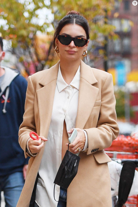 Emily Ratajkowski enceinte dans les rues de New York, le 27 octobre 2020