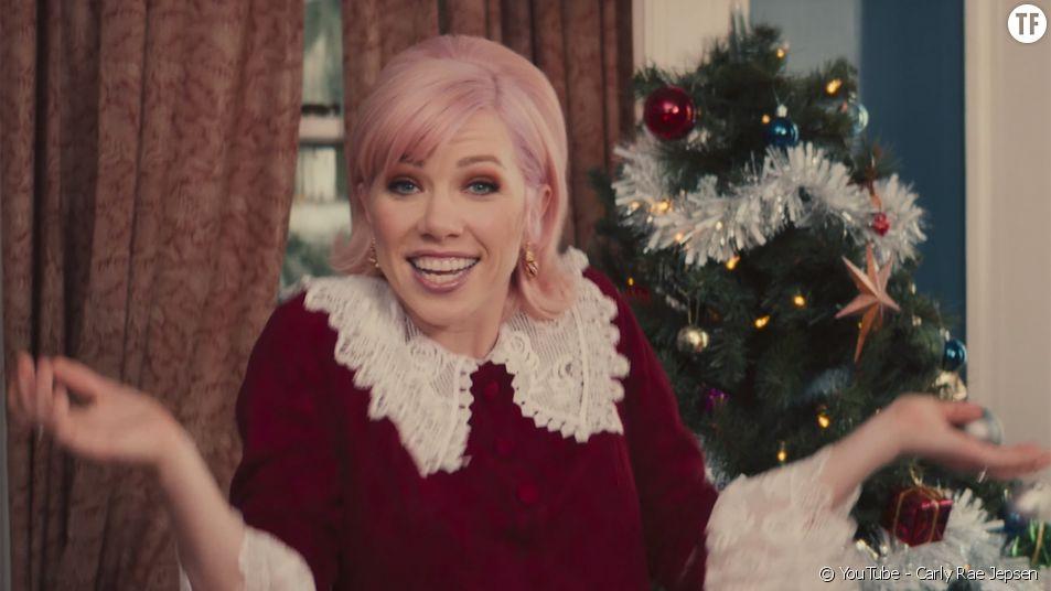 Carly Rae Jepsen célèbre les fêtes avec un hymne girl power