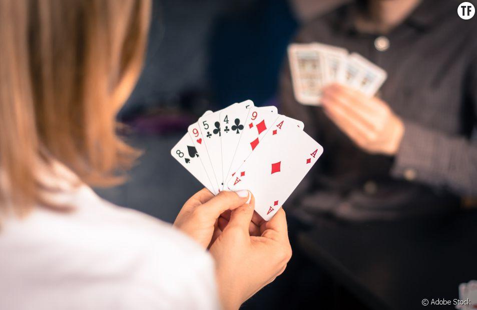Ce jeu de cartes non-genré détrône le roi et tâcle sa supériorité traditionnelle à la reine