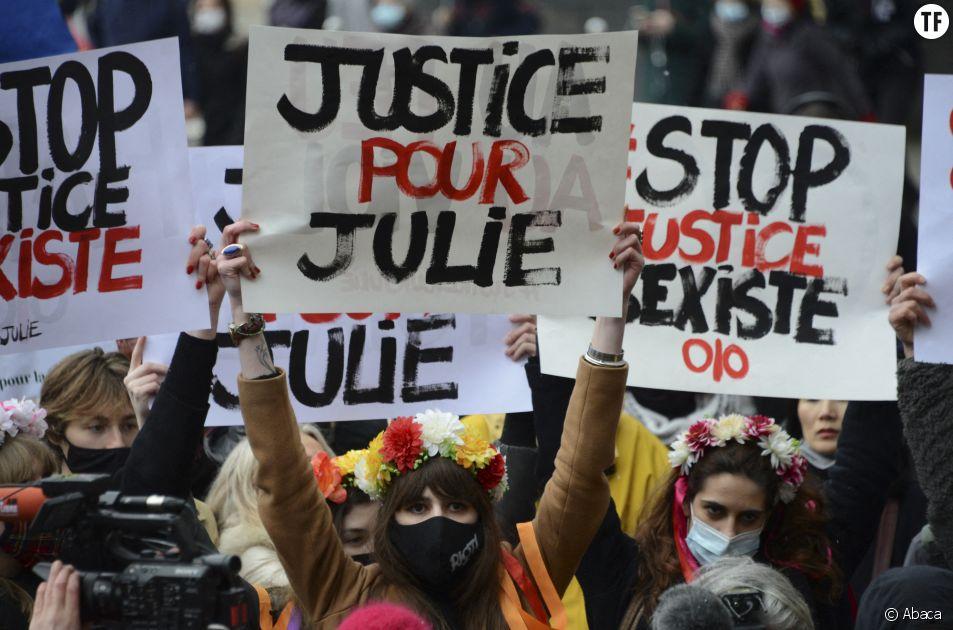 Le rassemblement en soutien à Julie dans les rues de Paris, dimanche 7 février.