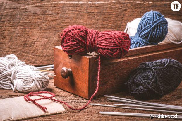 Hors du temps mais connectée, la pratique textile du tricot.