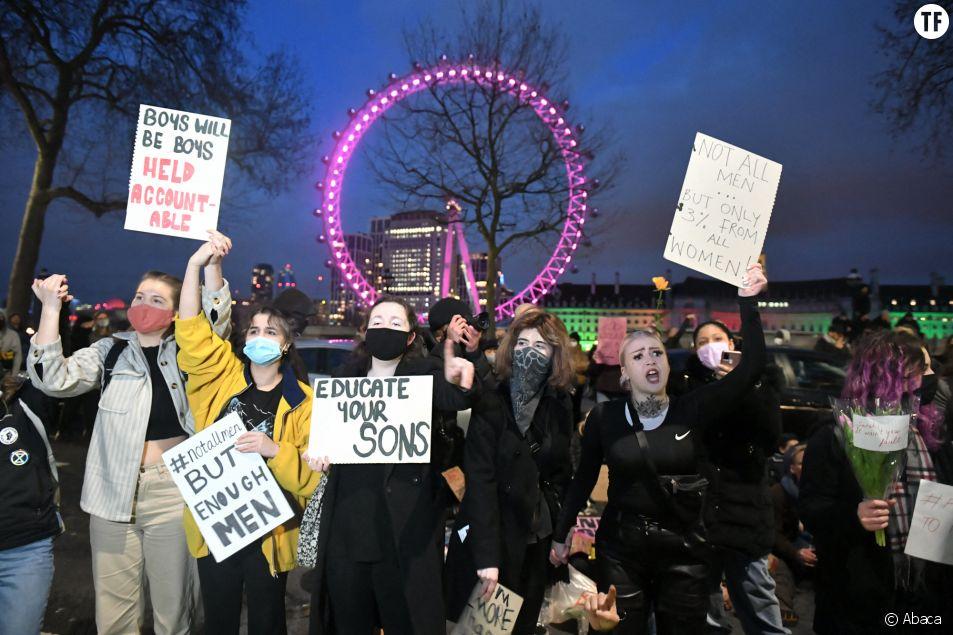 """A Londres, les femmes veulent """"réclamer les rues"""" après le meurtre de Sarah Everard."""
