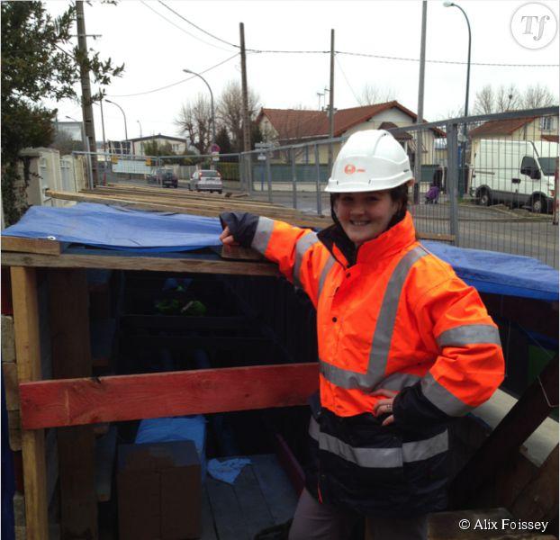 Alix Foissey, chargée de sécurité sur un chantier à Sartrouville. Elle fait partie des 11% de femmes à travailler dans le secteur du bâtiment.