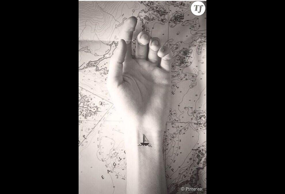Idee De Tatouage Sur Le Poignet Un Bateau Terrafemina