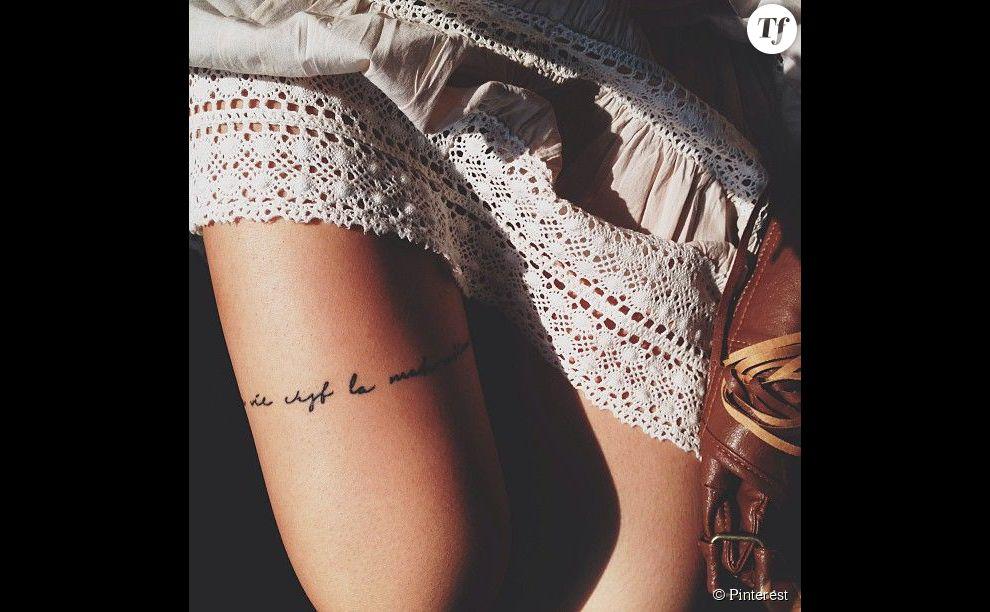 Idée de tatouage sur le haut de la cuisse  une citation