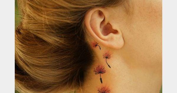Un tatouage derri re l 39 oreille des fleurs des champs - Tatouage derriere oreille ...