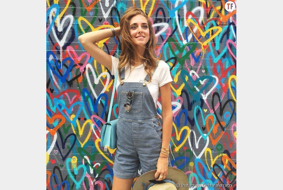 La célèbre blogueuse Chiara Ferragni a totalement adopté la tendance salopette.