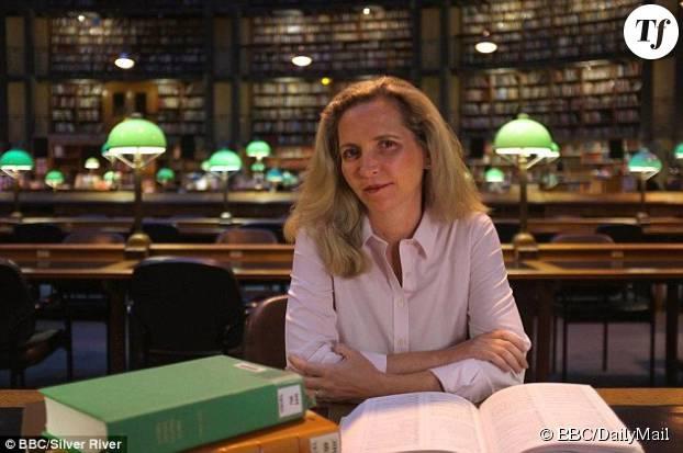"""Le docteur Amanda Foreman qui présente la série de documentaires """"The Ascent of Woman"""""""