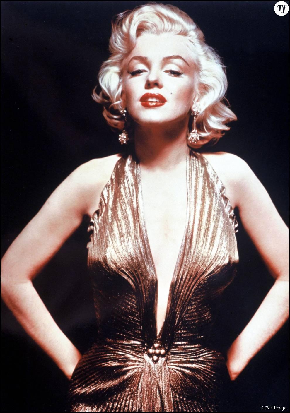 La coiffure à boucles épaisses que Marilyn Monrore portait dans les années 50 est toujours aussi tendance en 2015.