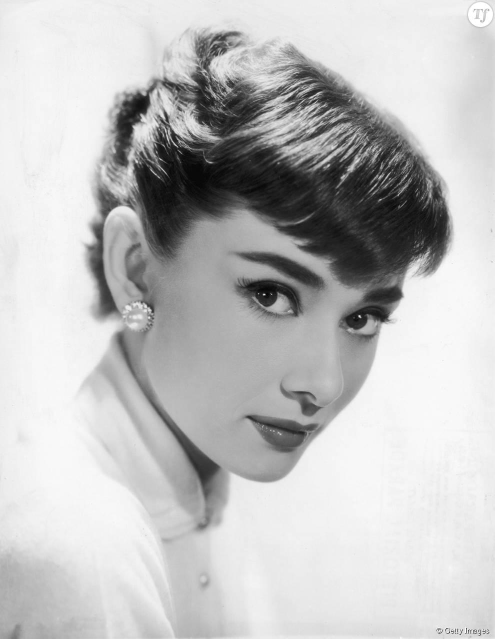 Audrey Hepburn Et Son Chignon Banane A Frange Bcgb Dans Les Annees 50 Terrafemina