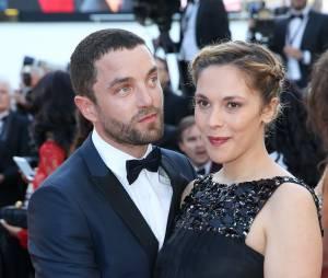 """Vanessa Paradis : son beau-frère Guillaume Gouix (Les Revenants) la trouve """" super """""""