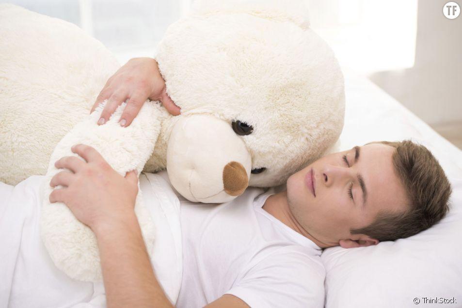 25% d'hommes prendraient leur ours en peluche lorsqu'ils partent en voyage d'affaires !