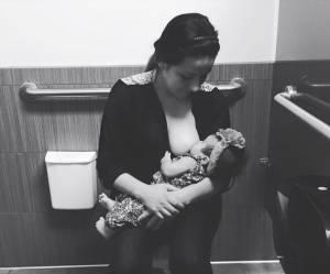 Forcée d'allaiter aux toilettes d'un magasin, cette maman pousse un gros coup de gueule
