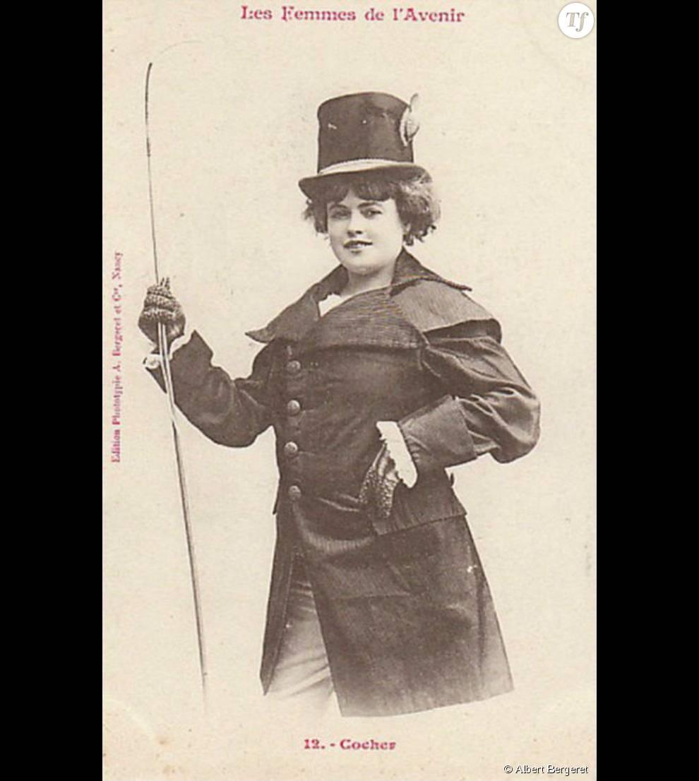 """Cette série de cartes postales baptisée""""Les femmes de l'avenir"""" semble suggérer que la gente féminine n'aurait jamais accès aux mêmes métiers que les hommes."""