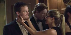 Arrow saison 4 : Oliver va revenir changé et heureux grâce à Felicity