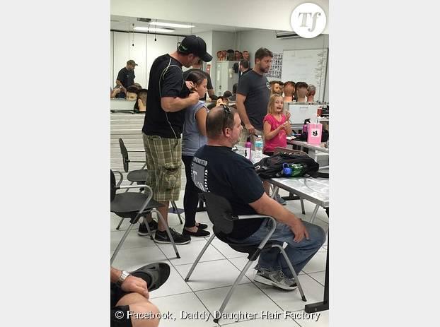 Selon Philippe Morgese, la première séance de ses cours de coiffures très particuliers se sont extrêmement bien passés. Les papas ont hâte de revenir !
