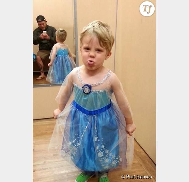 6745bffdd09000 Comment réagir quand son petit garçon veut se déguiser en Reine des ...