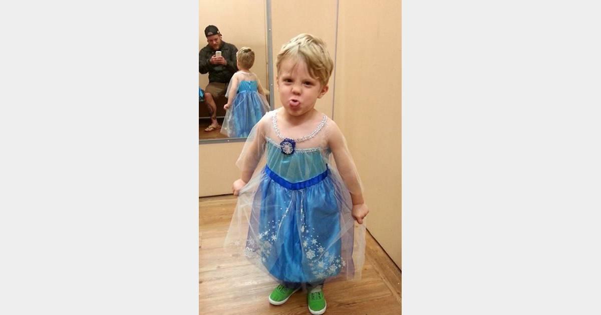 10b79ba9894bb3 Comment réagir quand son petit garçon veut se déguiser en Reine des Neiges    - Terrafemina