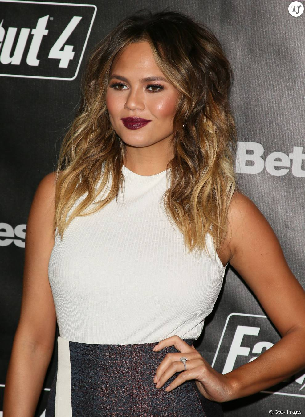 tendance blond chrissy teigen et sa coloration bronde - Coloration Bronde