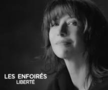 """Les Enfoirés 2016 : le clip de """"Liberté"""" avec Vanessa Paradis et Sophie Marceau (vidéo)"""