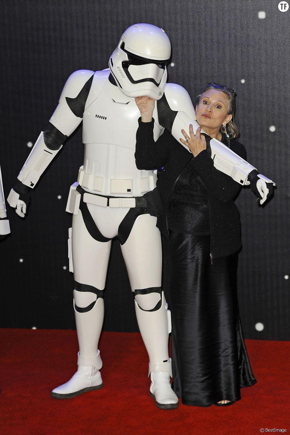 """Carrie Fisher - People à la première de """"Star Wars: Le réveil de la Force"""" à Odeon Leicester Square à Londres le 16 décembre 2015"""