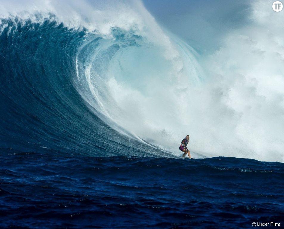Bethany Hamilton a surfé une vague géante de 12m de haut sept mois seulement après son accouchement