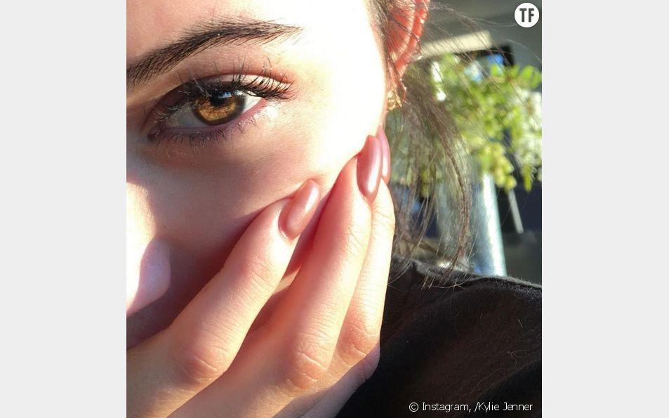Kylie Jenner et ses faux ongles en acrylique