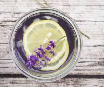 La recette bienfaisante de la limonade à la lavande pour se débarrasser du stress