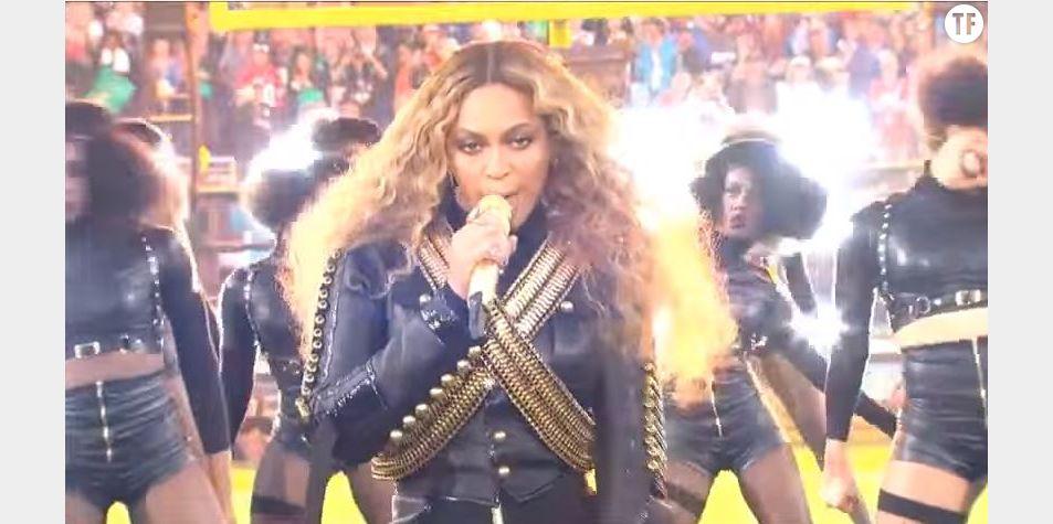 Beyoncé durant le Super Bowl 2016