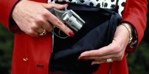 Des armes à feu spécialement conçues pour les femmes : le nouveau créneau des fabricants