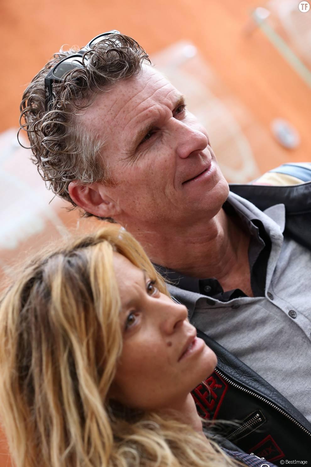 DENIS BROGNIART ET SA FEMME HORTENSE - PEOPLE AU 11 EME JOUR DES INTERNATIONAUX DE FRANCE DE ROLAND GARROS 2012 LE 6 JUIN 2012.