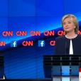Bernie Sanders et Hillary Clinton lors du premier débat entre démocrates