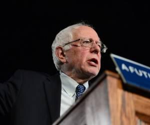 Pourquoi Bernie Sanders séduit plus les jeunes électrices qu'Hillary Clinton