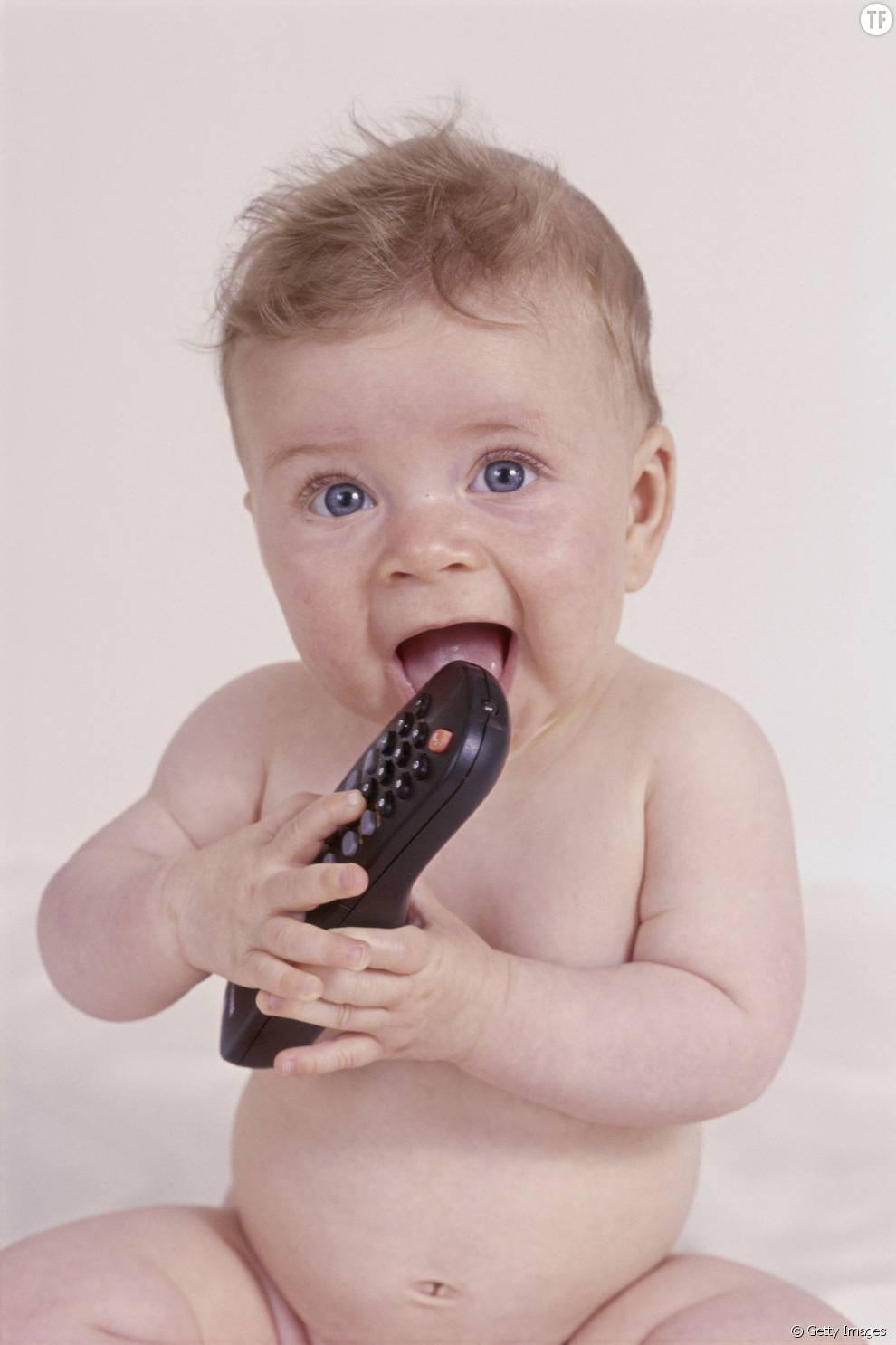 Entre bébé et la télécommande, c'est une grande histoire